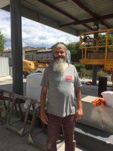 M. Cristofol, gérant de la station essence Avia - Monteux