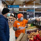 Livraison des courses avec les volontaires du service civique du CCAS de Monteux